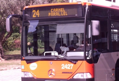 Busses in Barcelona: Get on in the front and out at the back.  Here you see Nr 24 to Carmel, the most comfortable way to famous Park Güell.